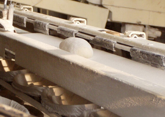 Conveyor belts with textile surfaces or with a coating of non-woven fabric in use